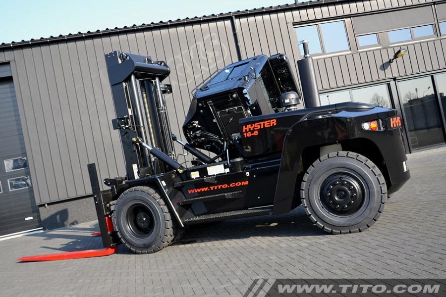 Hyster H16XM-6 special paint 'Jet Black'