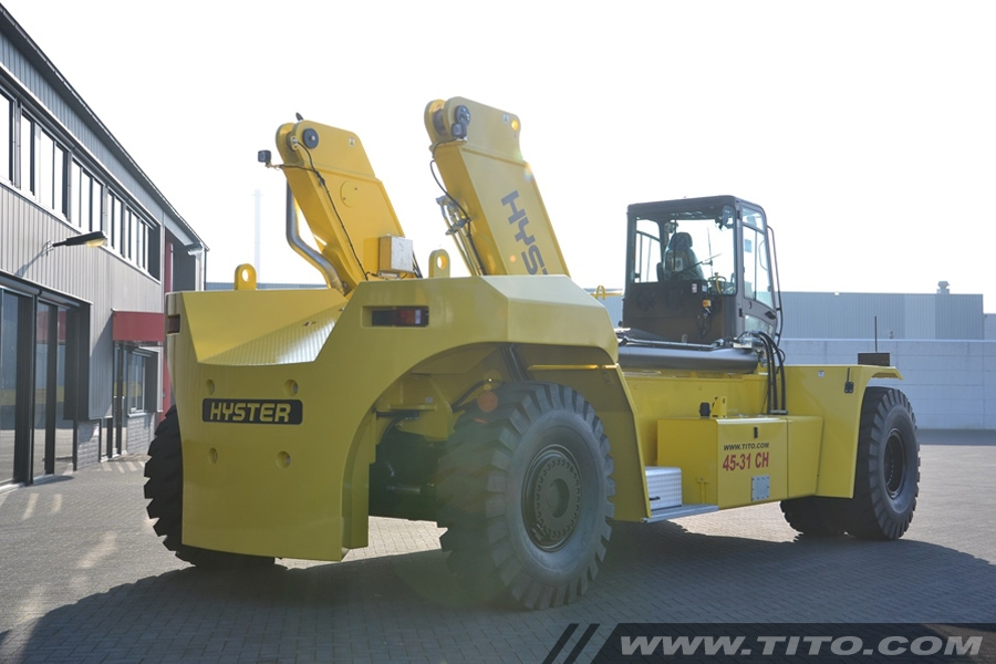 SOLD // New Hyster Reach Stacker RS45-31CH