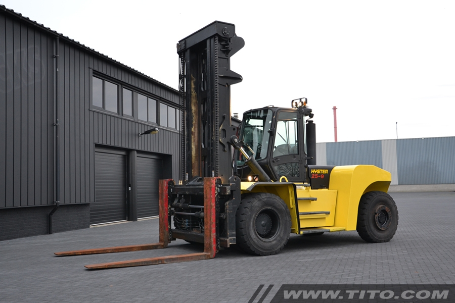 SOLD // Used 25 ton Hyster forklift H25XMS-9