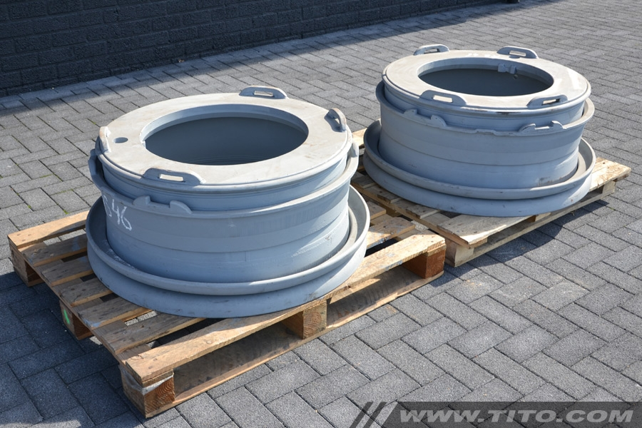 SOLD // Rim for Hyster container handler & reachstacker