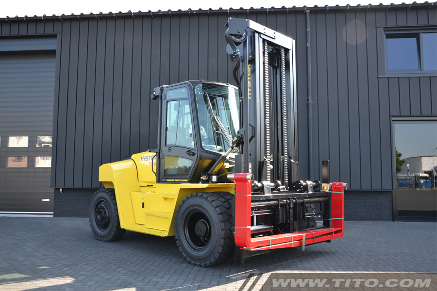 SOLD // 12 TON HYSTER FORKLIFT