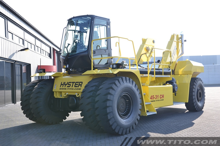 SOLD // 45 ton Hyster reach stacker