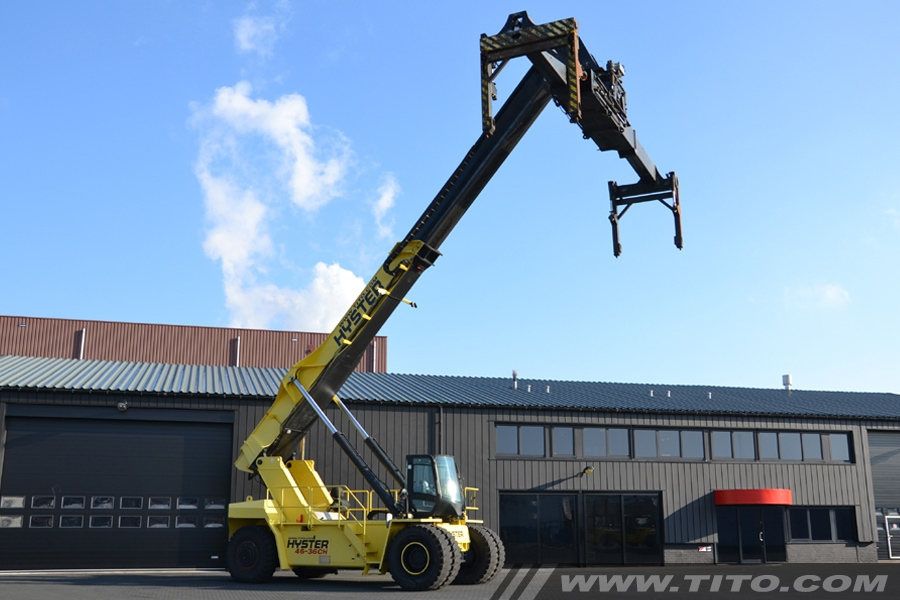 Used 20-40 ft. reachstacker spreader with overheight extension legs