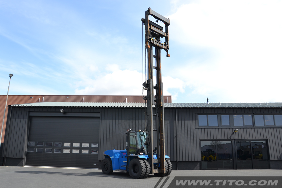 SOLD // Used Hyster empty container handler for sale
