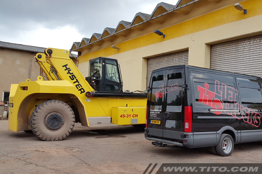 90039-used-45-ton-Hyster-reach-stacker-for-sale