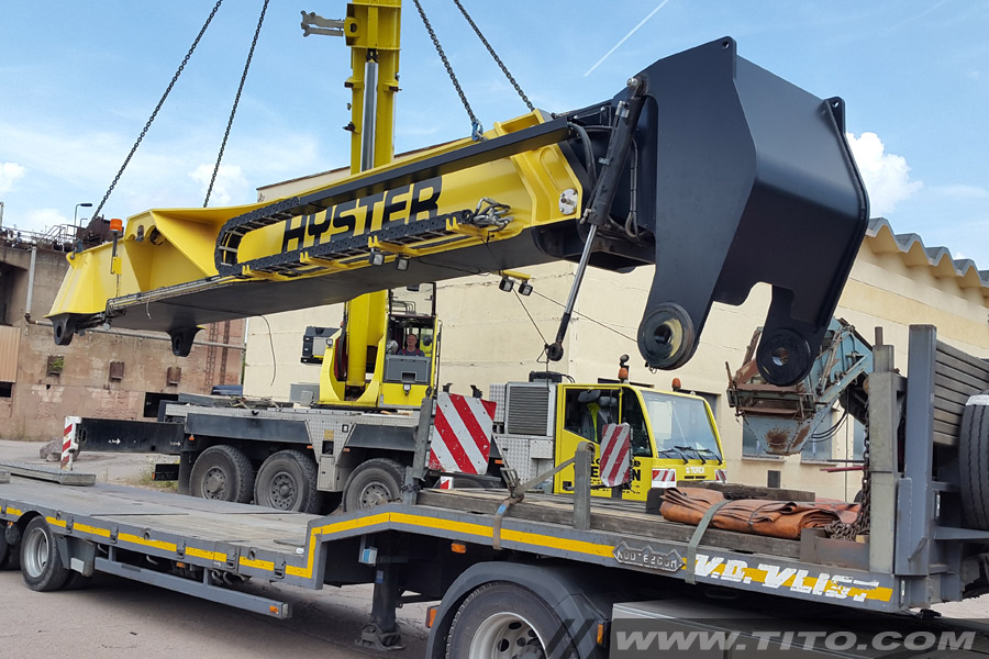 Hyster-45-ton-reach-stacker-assembly