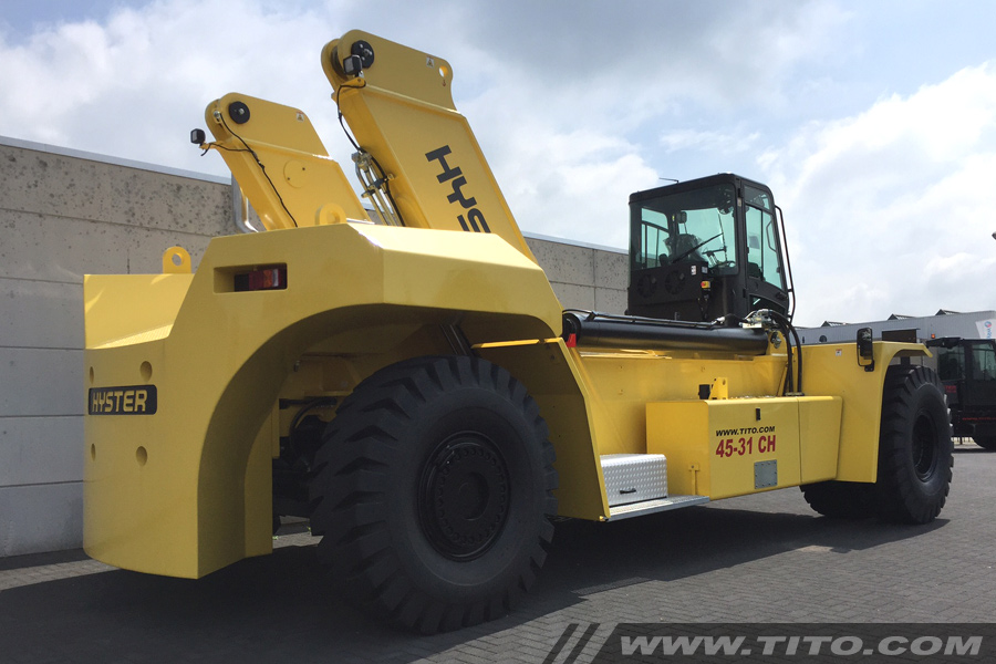 SOLD // 45 ton Hyster reach stacker for sale