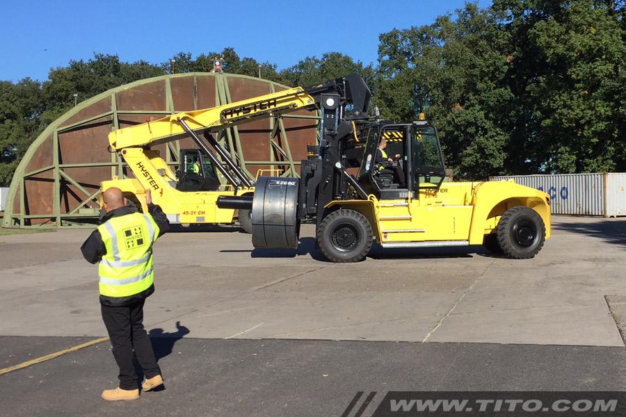 25-ton-forklift-steel-coil-handling-hyster-h25xm-12-coil-ram-blog112016