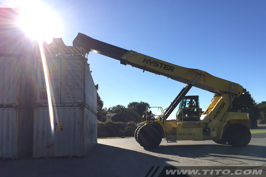 hyster-reach-stacker-45-ton-blog112016