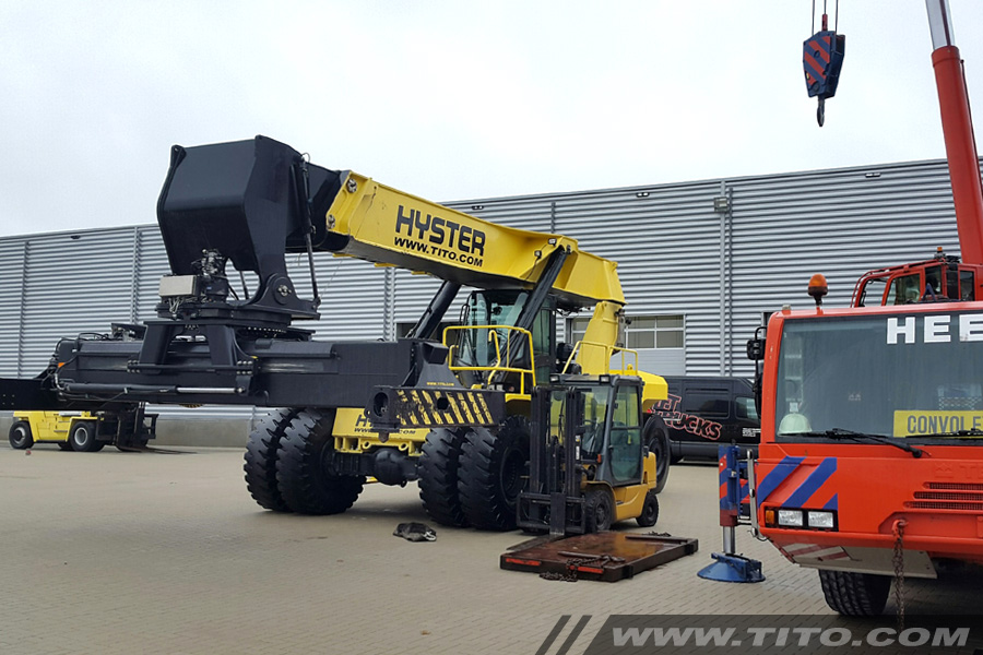 reach-stacker-assembly-on-site-blog231116