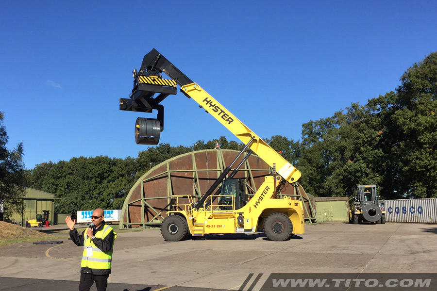 reach-stacker-coil-boom-attachment-blog112016
