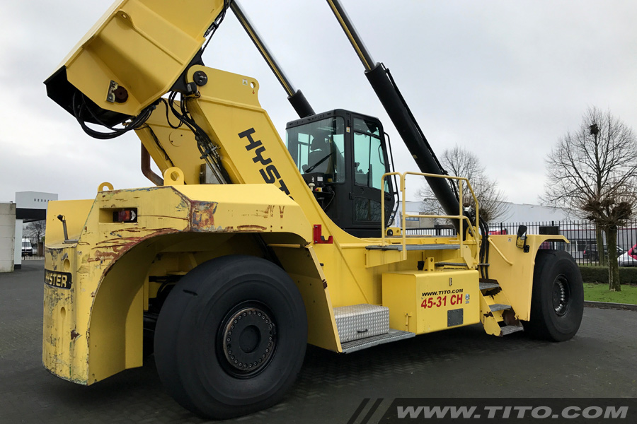SOLD // Used 45 ton hyster reach stacker