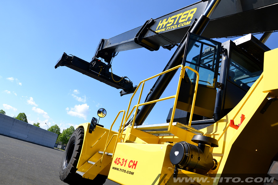 Used 45 ton hyster reach stacker for sale