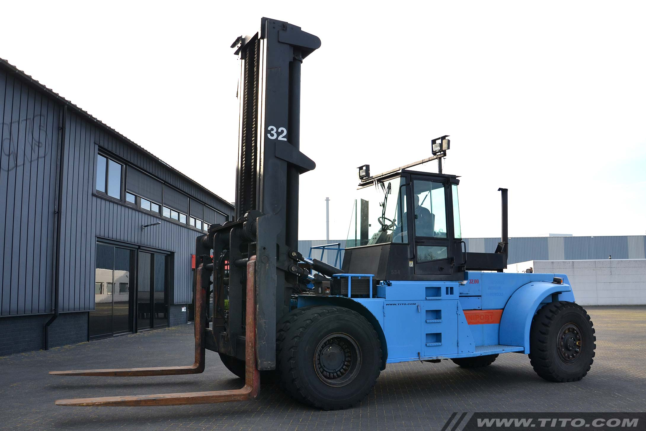 used 32 ton Hyster forklift for sale