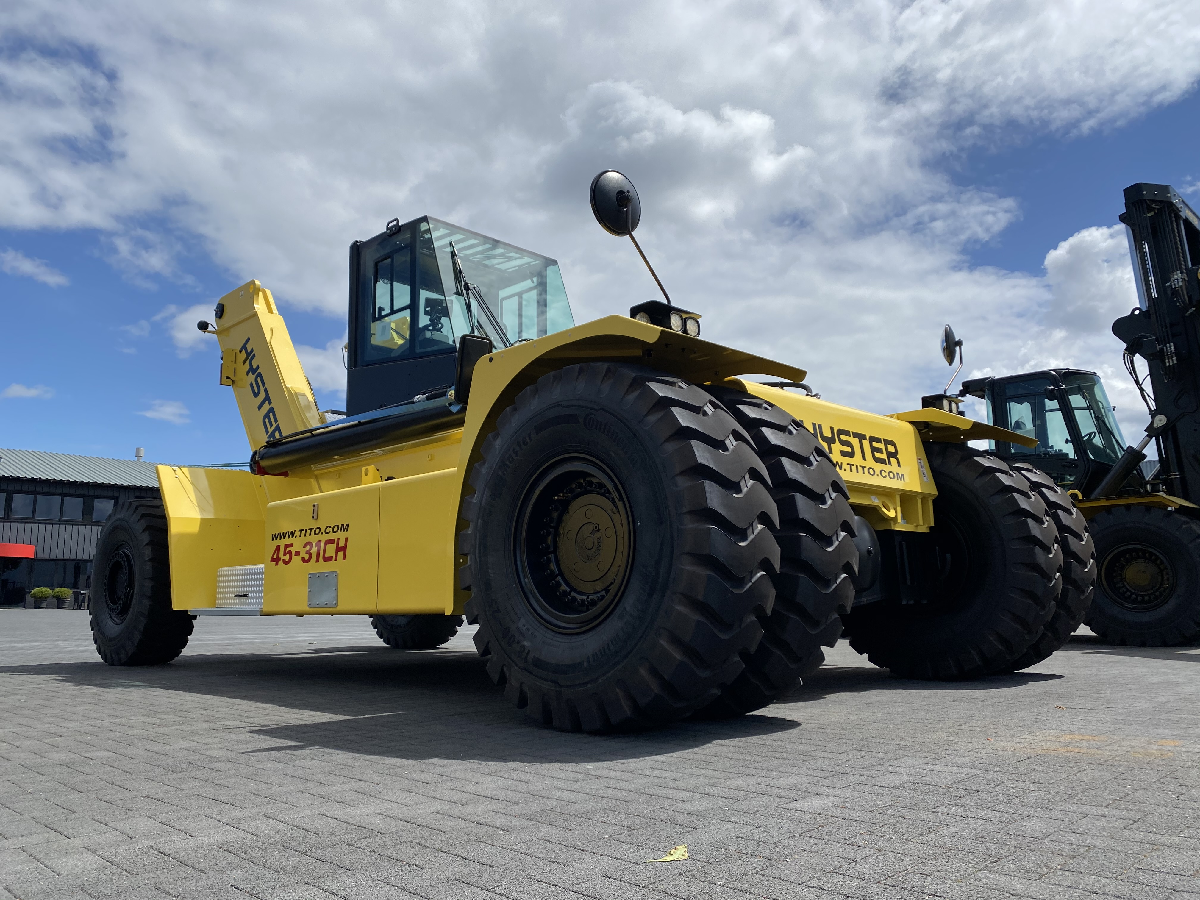 New 45 ton hyster reach stacker for sale